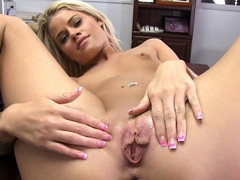 Blonde gal from Oregon craves to acquire away from the rain and acquire some cum all over her face