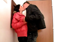 Dark brown cute chick engulfing and getting drilled by large shlong